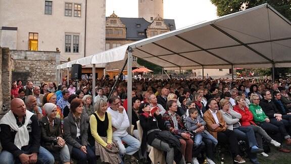 Menschen im Zentrum von Ranis auf Literaturfest