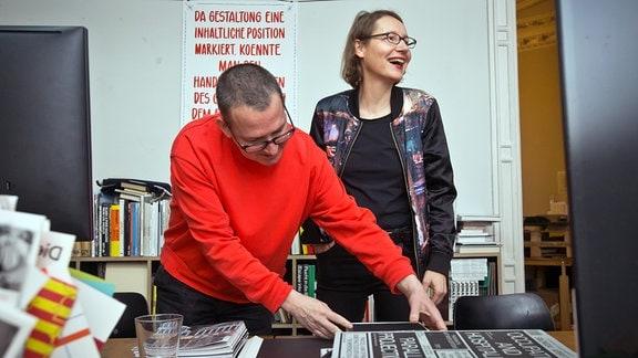 Spector Books: Jan Wenzel und Anne König in den Verlagsräumen in der Leipziger Harkortstraße