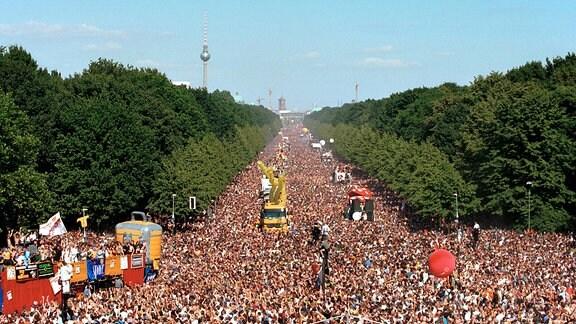 Menschenmassen auf der Loveparade 1999.