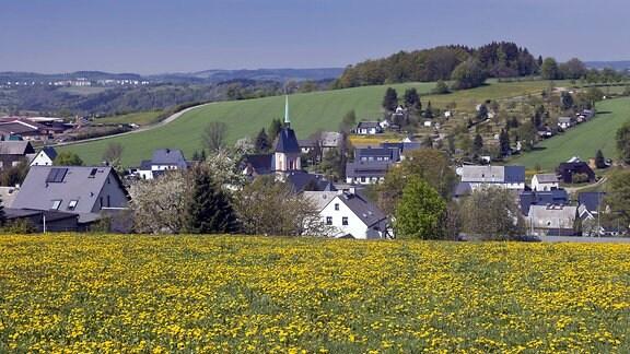 Blick auf Mauersberg im Erzgebirge