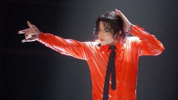 Sänger Michael Jackson während eines Konzertes.