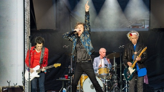 Mick Jagger, Keith Richards, Ronnie Wood und Charlie Watts von The Rolling Stones bei einem Konzert