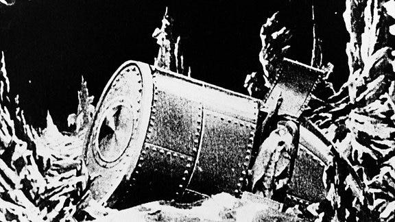 Szene aus Die Reise zum Mond - Ein Mondkapsel ist auf der Mondoberfläche gelandet.