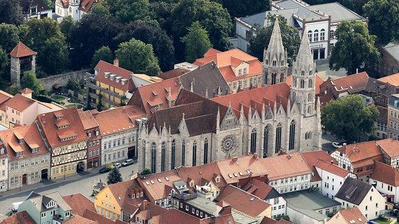 Blick auf die Divi-Blasii-Kirche am Untermarkt und Museum am Lindenbühl Gesellschaft in Mühlhausen.