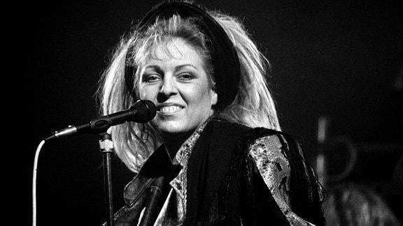"""Tamara Danz, 1989, während eines Auftritts mit ihrer Band """"Silly""""."""
