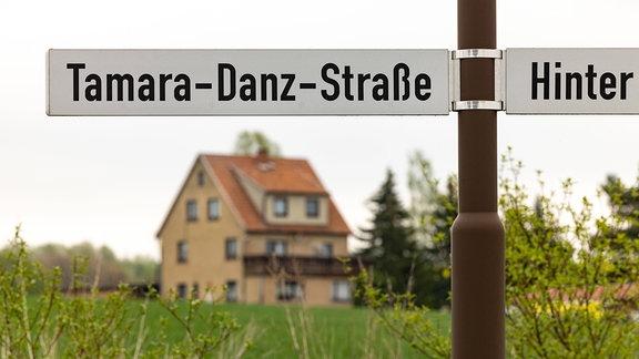 Straßenschild an der Tamara-Danz-Straße