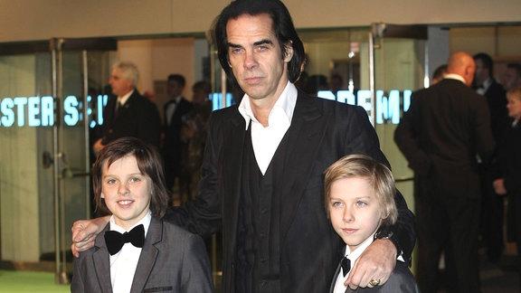 Nick Cave und seine Söhne Arthur und Earl, 2012