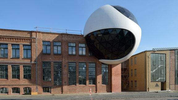 Die neue Niemeyer Sphere ist an das Dampfkesselhaus auf dem Gelände des Kranbauers Kirow in Leipzig gebaut.