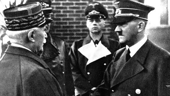 Petain und Hitler schütteln Hände