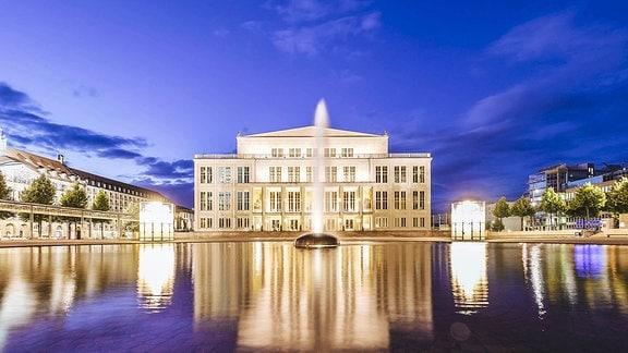 Die Vorderseite der Oper Leipzig.