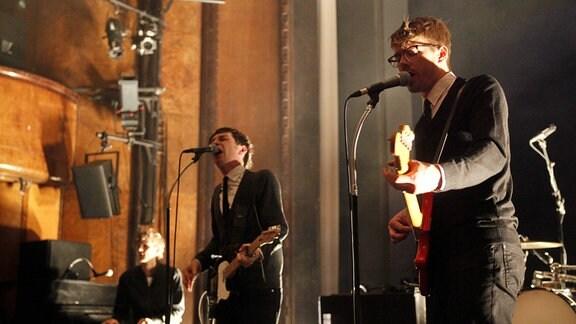 Sänger und Gitarrist Andreas Spechtl Mitte, Bass und Gesang Stefan Pabst rechts, Klavier und Gesang Christian Treppo links