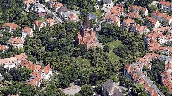 Eine Luftaufnahme Pauluskirche in Halle