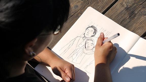 "Illustratorin Hân Lê zeichnet an der spielbaren Graphic Novel ""Plan F""."