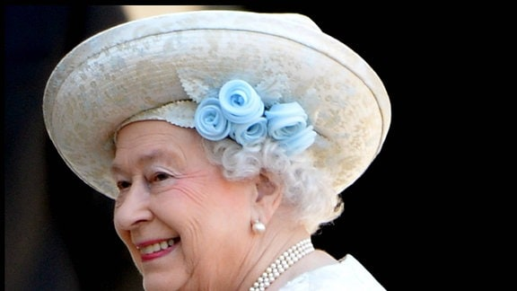 Die Queen mit Hut.