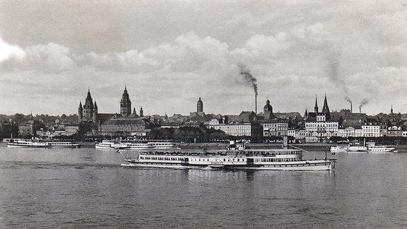 Stadtansicht Mainz vom rechtsrheinischen Kastel aus gesehen um 1936