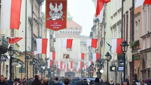 Polen - geschmückte Straße am Unabhängigkeitstag in Krakau