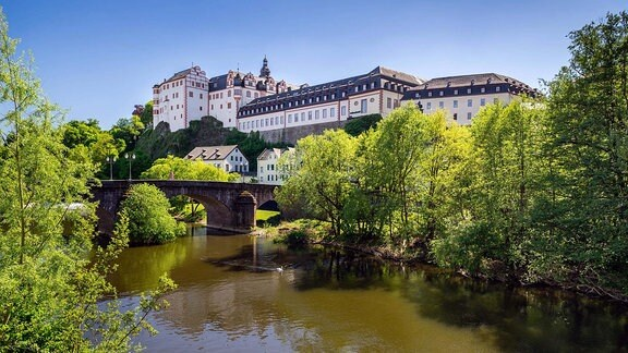 Weilburger Schloss an der Lahn, Alte Lahnbrücke, Weilburg, Hessen, Deutschland