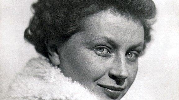Margaretha Reichardt mit Pelzkragen.
