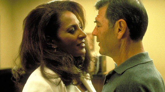 "Robert Forster mit Pam Grier in ""Jackie Brown"""