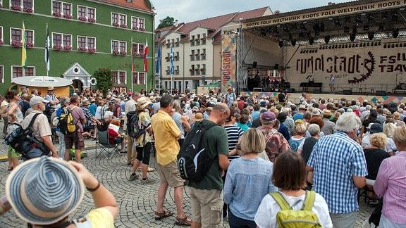 Rudolstadt-Festival: Marktplatz mit Publikum