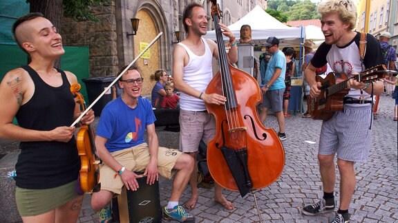 Rudolstadt Festival 2017 - Mathis Rychtmann von Trykka aus Göttingen: Wir machen ziemlich politische Musik. Es ist uns wichtig, Inhalte zu transportieren, und auf der Straße können wir Leute erreichen, mit denen man sonst nicht ins Gespräch kommt.