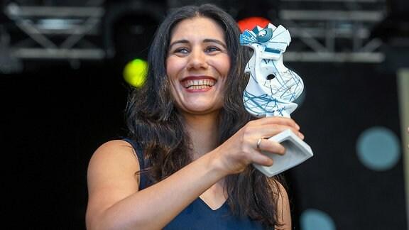 Cymin Samawatie bekommt auf dem Rudolstadt Festival 2018 den RUTH-Hauptpreis