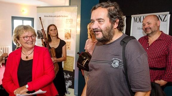 Moderatorin Hanni Bode mit Koautor Reinhard Ständer