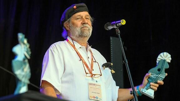 Michael Kleff bekommt auf dem Rudolstadt-Festival 2018 den RUTH-Ehrenpreis für sein Lebenswerk