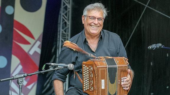 """Der italienische Akkordeonisat Riccardo Tesi, Leiter des """"Bella Ciao""""-Projekts beim Rudolstadt-Festival 2018"""