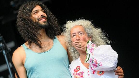 Ramy Essam und Nora Guthrie