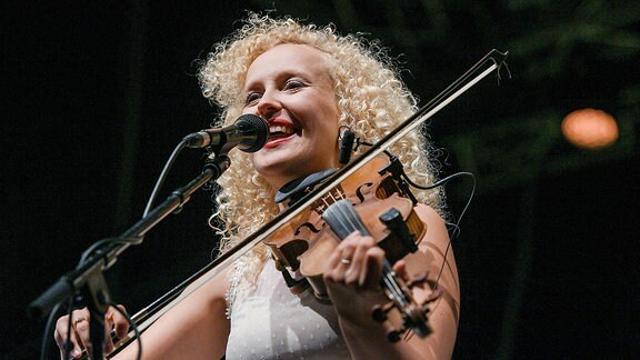 Eeva Talsi von Curly Strings (Estland) beim Rudolstadt-Festival 2018
