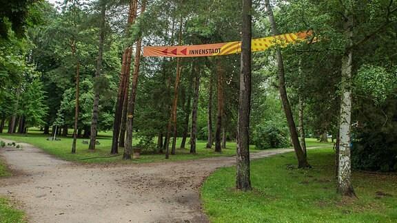 Rudolstadt ohne Festival - ein einsam Banner im Heinepark