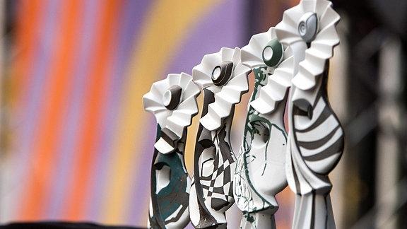 Deutscher Weltmusikpreis RUTH vor farbigem Hintergrund