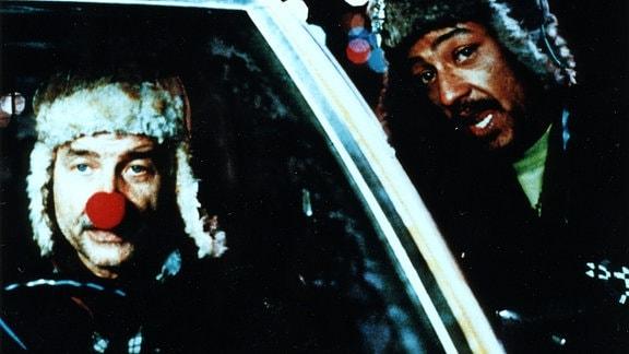 Helmut Grokenberger (Armin Mueller-Stahl) hat in Ostdeutschland als Clown gearbeitet. Jetzt versucht er sich in New York als Taxifahrer und lernt dabei als Yo-Yo (Ciancarlo Esposito) kennen.