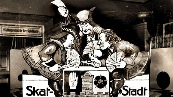 Historisches Foto zeigt ein Werbeplakat der Skat-Stadt Altenburg