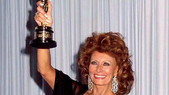 Sophia Loren mit Oscar