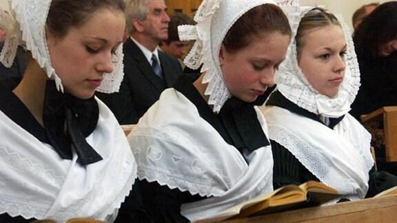 Sorbische junge Mädchen bei der Konfirmation in Bautzen/Budyšin 2004