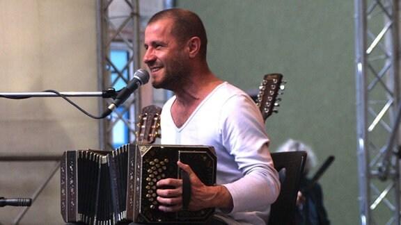 Stephan Krawczyk mit Bandonion 2004 beim tff Rudolstadt