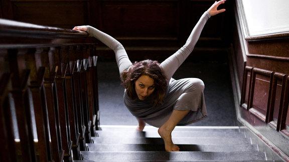 Elena Cencetti auf einer Treppe