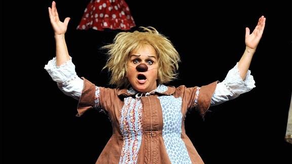 Clown-Komödiantin Gardi Hutter ( SUI ) während eines Auftrittes.