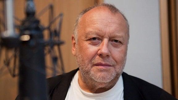 """Thomas Thieme bei der MDR-Hörspielproduktion """"Bachs Reich"""" am 20.08.2009 im MDR-Hörspielstudio in Halle"""