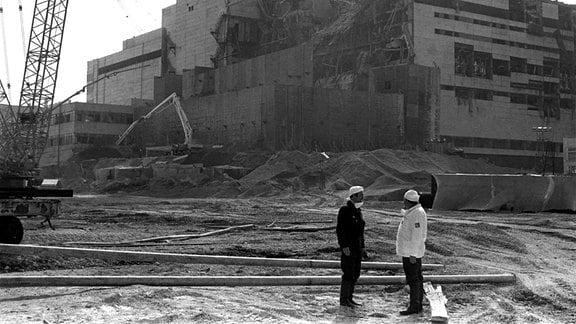Bau des Betonsarkophags nach der Katastrophe im AKW Tschernobyl