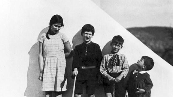 Johanna, Lucas - die Kinder aus erster Ehe sowie Markus und Konrad aus der zweiten Ehe mit Else, 1929 in Stuttgart.