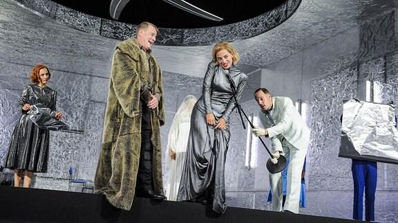 Szene aus König Lear am Staatsschauspiel Dresden