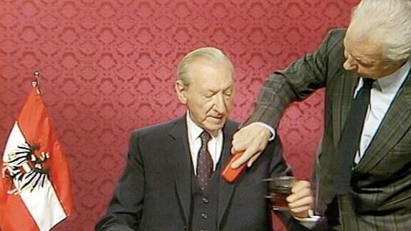 "Filmszene aus dem Film ""Waldheims Walzer""."