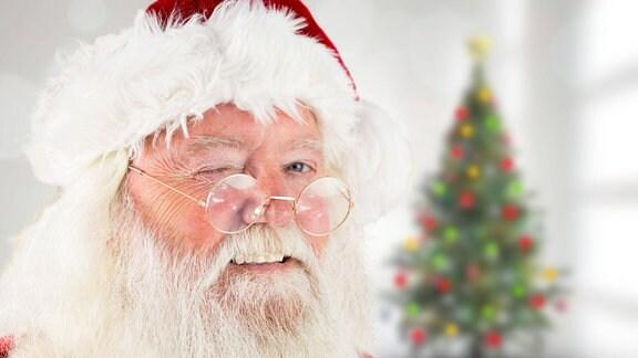 Weihnachtsmann zwinkert
