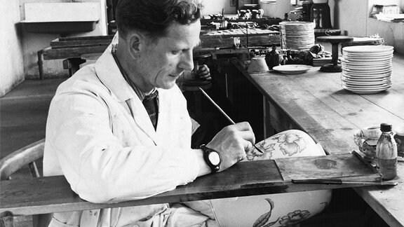 Porzellanmaler in den 1950er bei Weimar Porzellan