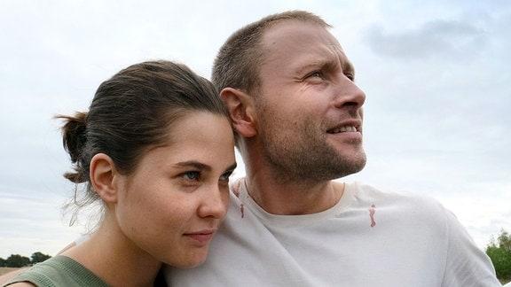 Anna (Katia Fellin) und Louis Bürger (Max Riemelt) sehen zuversichtlich in die Zukunft.