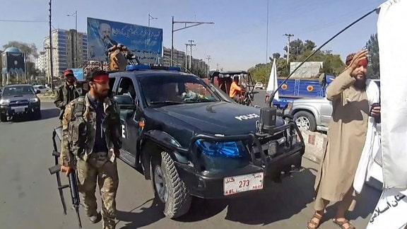Patroullierende Taliban in Kabul