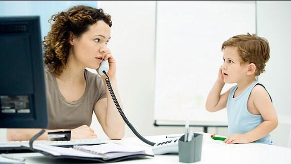 Symbolbild Mutter: Karriere und Kind